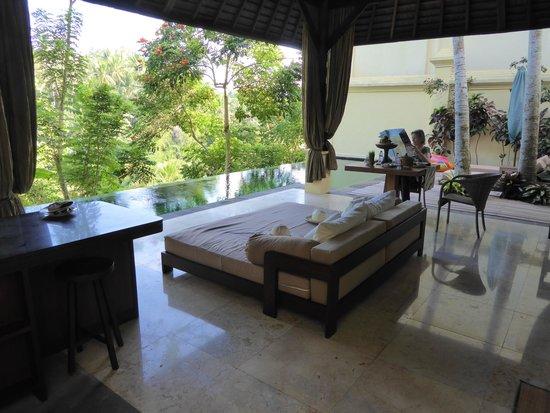 Komaneka at Bisma : Het terras voor de villa