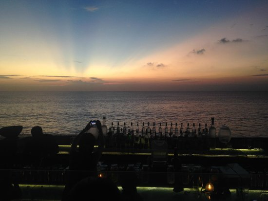 Sunset di Rock Bar