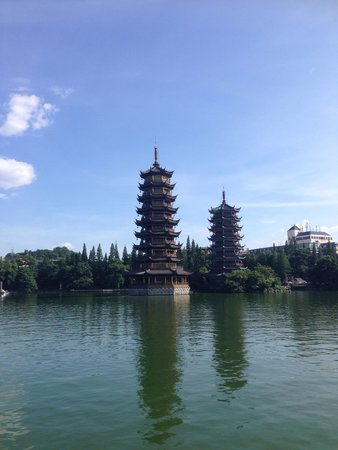 Guilin Two Rivers and Four Lakes Resort : Stunning view of the pagodas