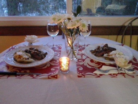 Asheville Swiss Chalets: Romantic candlelit dinner