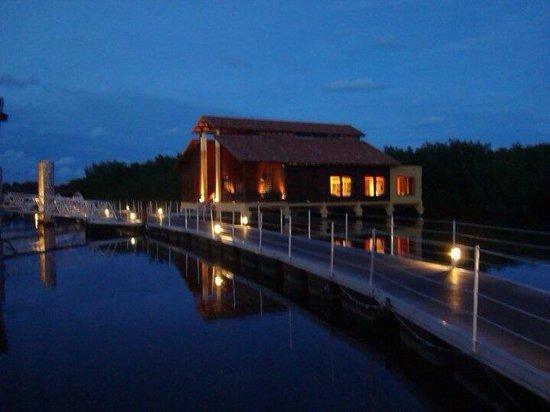 Iberostar Mojito: Lagoon to cigar lounge