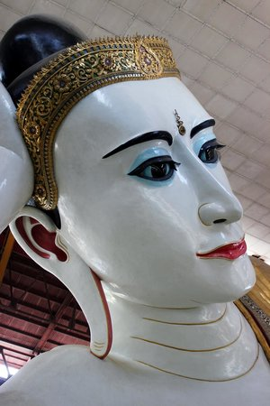 Chaukhtatgyi Paya : Face of the Buddha
