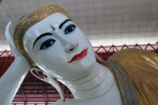 Chaukhtatgyi Buddha: Face of the Buddha