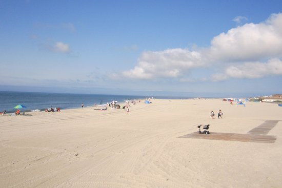 Cape May City Beaches: Beach in center of Cape May