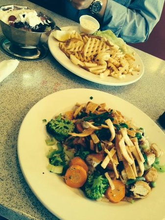 House Of Flavors: great service and food during our first visit in May 2014.