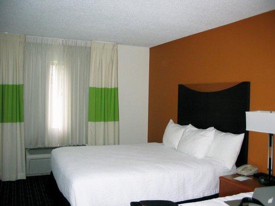 Fairfield Inn & Suites Toledo Maumee: Bedroom