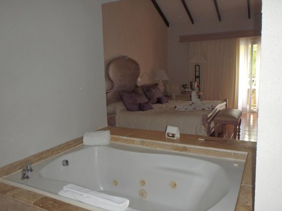 Excellence Punta Cana: Huge jetted tub
