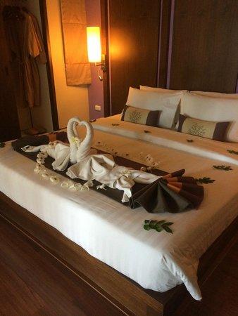Crown Lanta Resort & Spa: honeymoon decorations