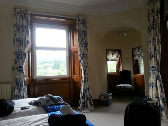 Bank House B&B: Gorgeous blue and white decor of the Tower Room