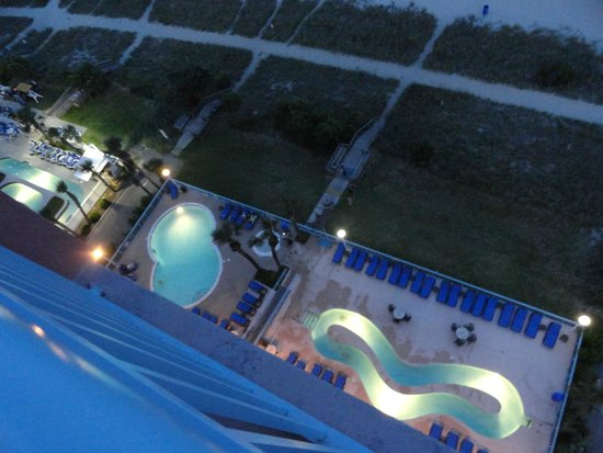 Roxanne Towers: View of the pool