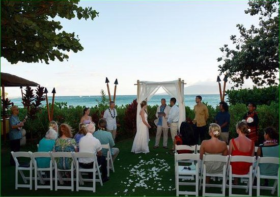 Sheraton Maui Resort & Spa: Wedding on Black Rock Lawn