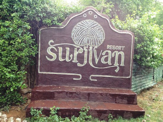 Surjivan Resort: Welcome sign