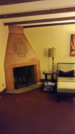Royal Palms Resort and Spa: Fireplace