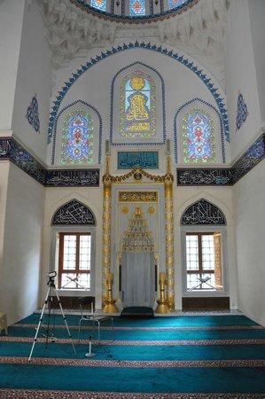 Tokyo Camii & Turkish Culture Center: Mimbar inside main hall
