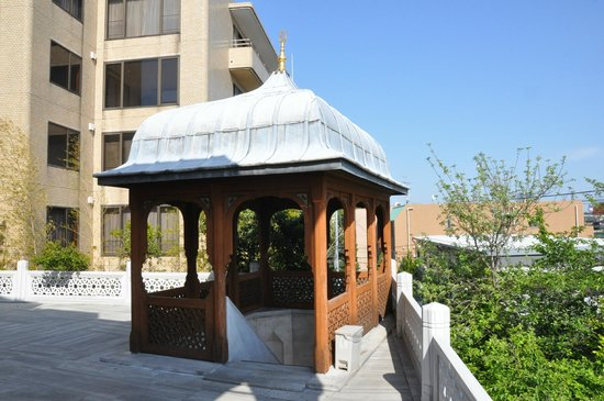 Tokyo Camii & Turkish Culture Center: Small wakaf at the entrance