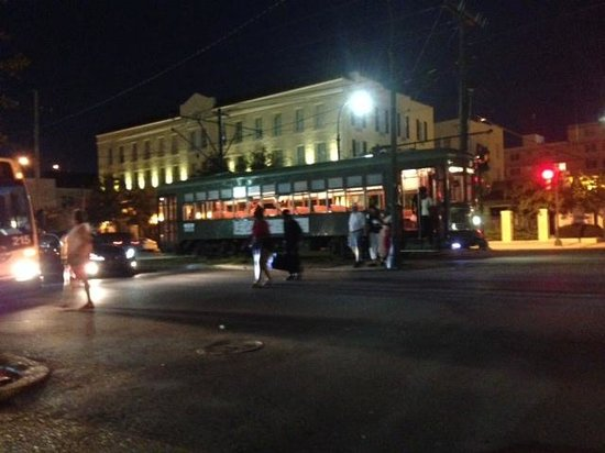 Historic Streetcar Inn: Street Car Stop