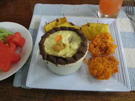 Tree Houses Hotel Costa Rica: Delicious breakfast of huevos rancheros