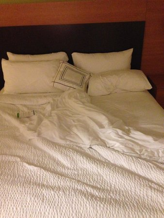 TownePlace Suites Aiken Whiskey Road: Messed up bed from previous customer