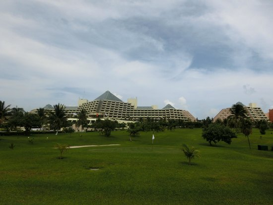 Paradisus Cancun: View from Street