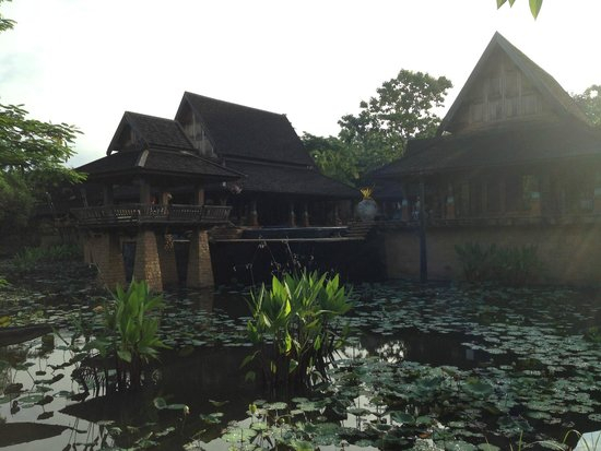 Howie's HomeStay : View of the house from the lagoon
