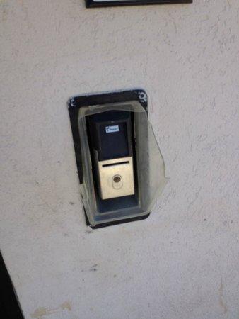 Ramada Plaza Holtsville Long Island: Security not working