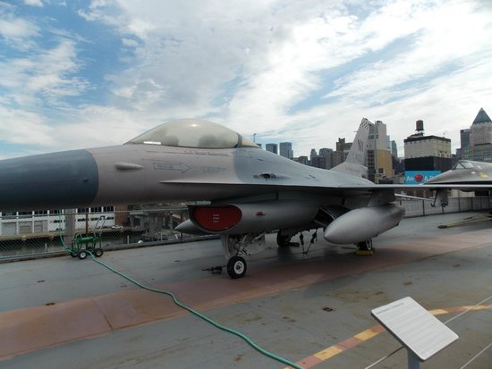Intrepid Sea, Air & Space Museum : F-16