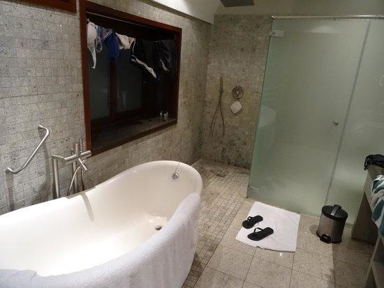 Hilton Moorea Lagoon Resort & Spa : Baño