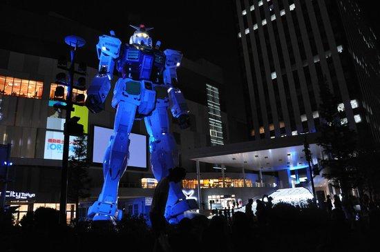 Gundam Front Tokyo : Lighting change the robot color