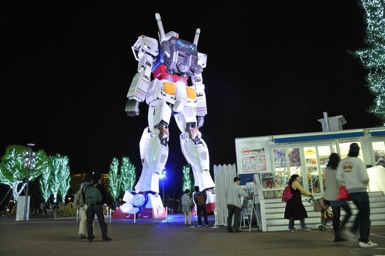 Gundam Front Tokyo : View of Gundam from merchandise shop and cafe