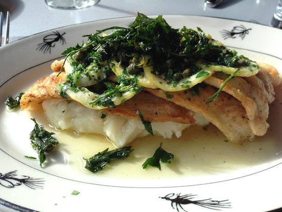 Steelhead Diner : Sauteed Oregon Petrale sole a la Meunier with Roasted Garlic Mash Potato & Lemon-Caper Meunier S
