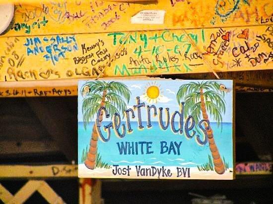 Gertrudes Beach BAr : gertrudes