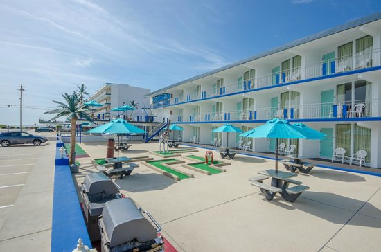 Compass Family Resort Motel: Mini Golf, Ping Pong, Shuffle Board FREE