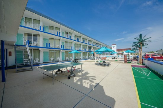 Compass Family Resort Motel: Mini Golf / Play Area