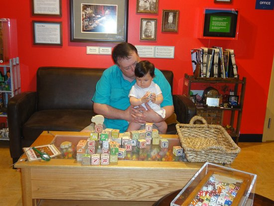 Chicago Children's Museum: In the Tiny Collections room