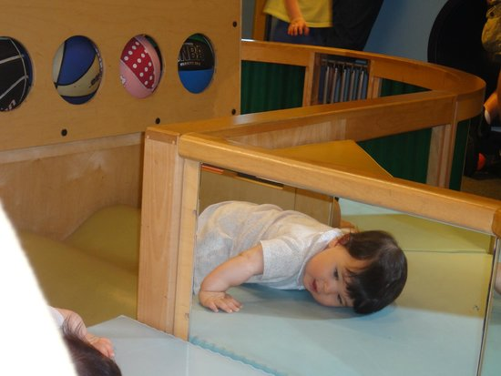 Chicago Children's Museum: Crawling in Kids Town
