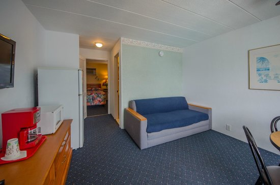 Compass Family Resort Motel: Type A and B Suite Living Room!
