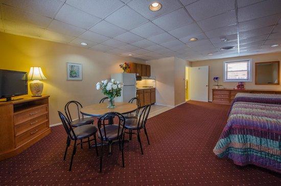 Compass Family Resort Motel: Type C-1 Room