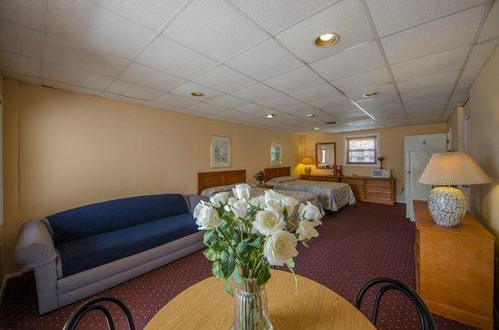Compass Family Resort Motel: Type D-6 Room