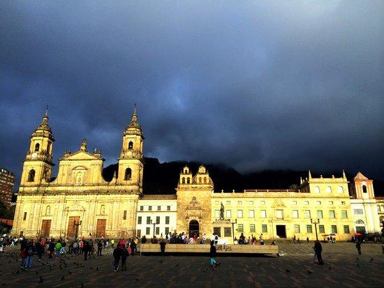 Plaza de Bolivar: Sparkles through the clouds