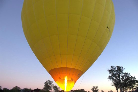Hot Air Balloon Gold Coast: Firing up