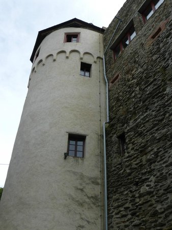 Schloss Marksburg: Approaching the Castle Wall