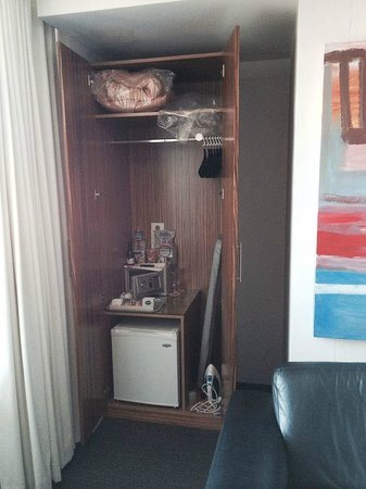 Cambridge Hotel Sydney : Odd multi-purpose cupboard in the corner