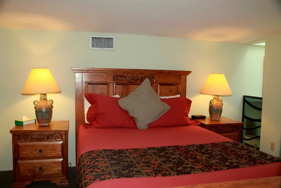 Canyon Rose Suites: Suite 8 Queen Bed