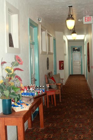 Canyon Rose Suites: Upper Hallway