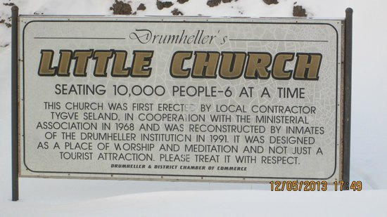 Drumheller's Little Church: The sign says it all...