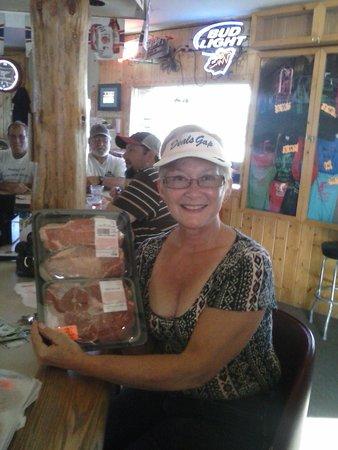 Merrifield, Миннесота: Tuesday night Meat Raffle -Daveen Whitney
