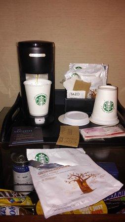 Sheraton New York Times Square Hotel : Cafe Starbucks en la habitación