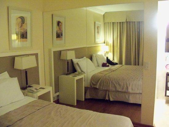 Huentala Hotel: cama muy amplia y confortable