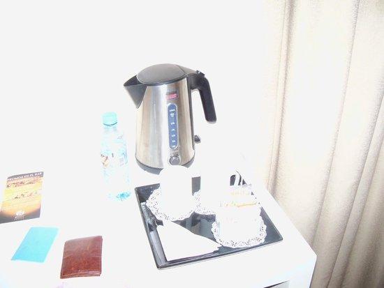 Huentala Hotel: jarra electrica con variedad de te y cafe