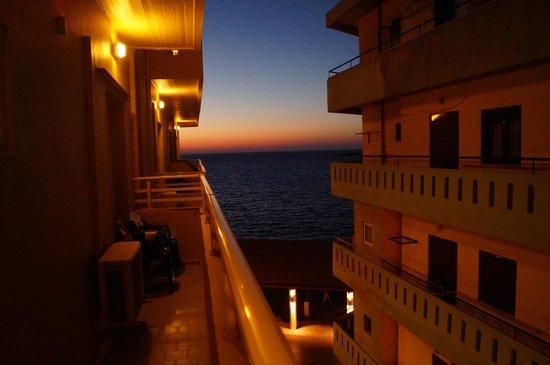 Kronos Hotel : вид с балкона 2